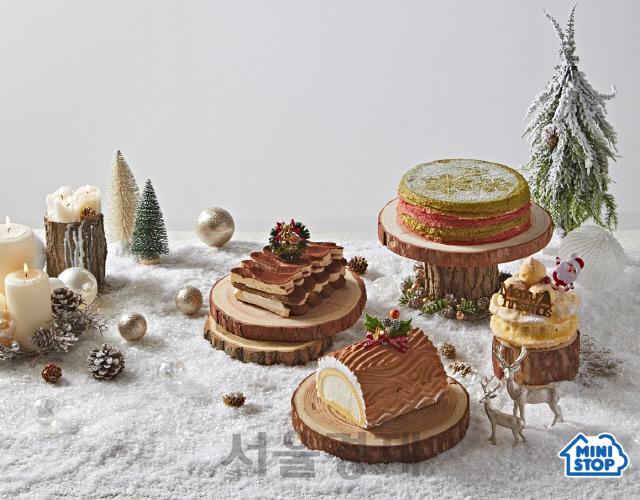 """유명 셰프부터 캐릭터 콜라보까지...""""크리스마스 케이크 편의점에서 준비하세요"""""""