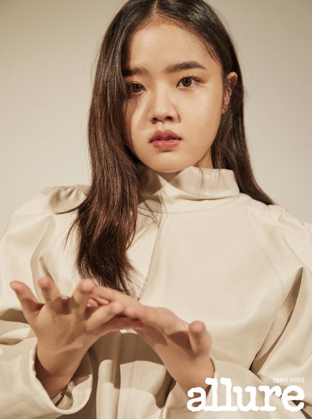 배우 김향기, 얼루어 심플+담백한 12월 호 화보 공개