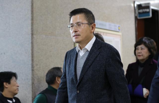 국회 돌아온 황교안 '2대 악법·3대 청와대 게이트…강력 투쟁하자'