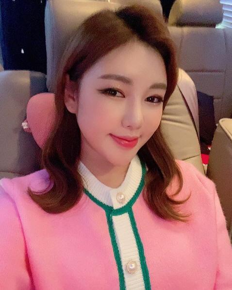 송가인의 핑크핑크 '아팠는데 사진 보니 기운이 펄펄나?'