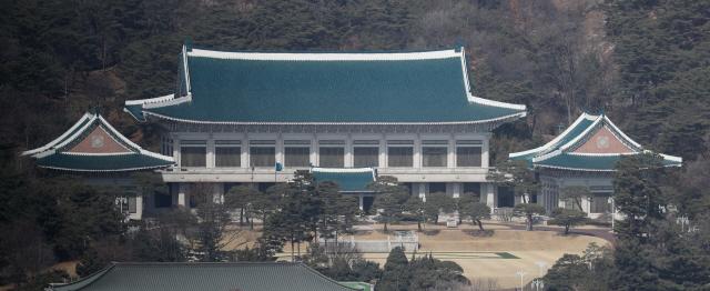 靑 '송병기와 송철호 공약 논의? 대통령 공약 설명한 것'