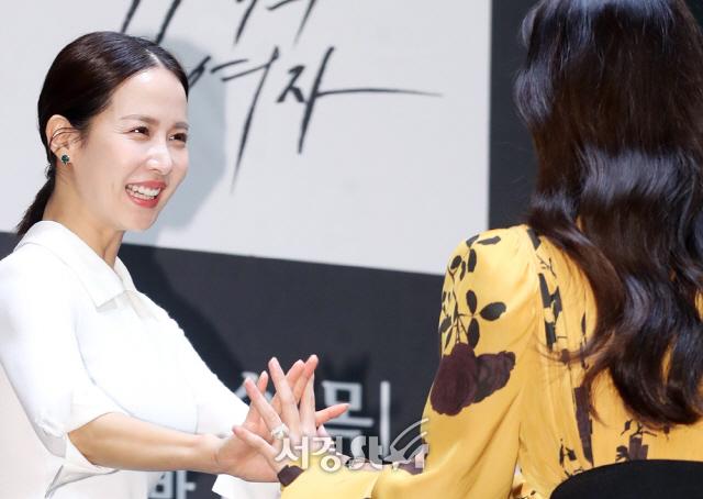 조여정-오나라, 여여커플의 손깍지 (99억의 여자 제작발표회)