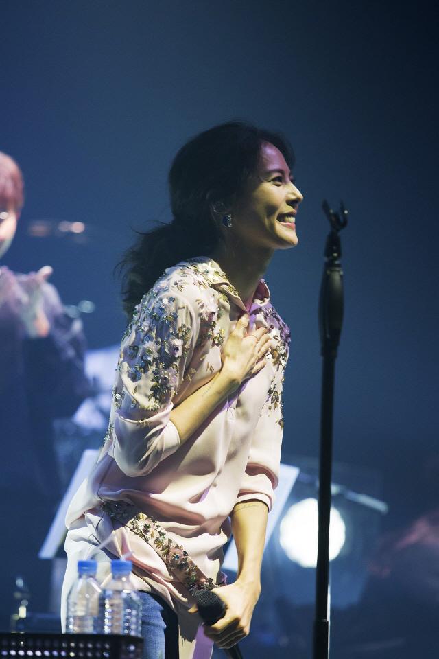 """박지윤, 2년 만 단독 콘서트 성료... """"여러분은 제가 노래할 수 있는 힘"""""""