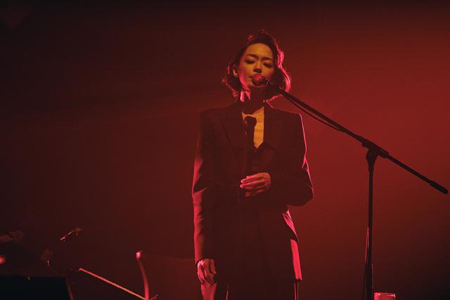 김윤아, 연말 콘서트 '사랑의 형태 ' 성료...존재하는 모든 사랑을 노래하다