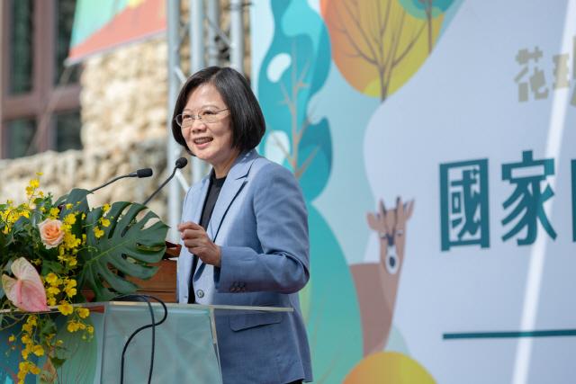 홍콩 시위에 대만 차이잉원 '1강 굳히기'