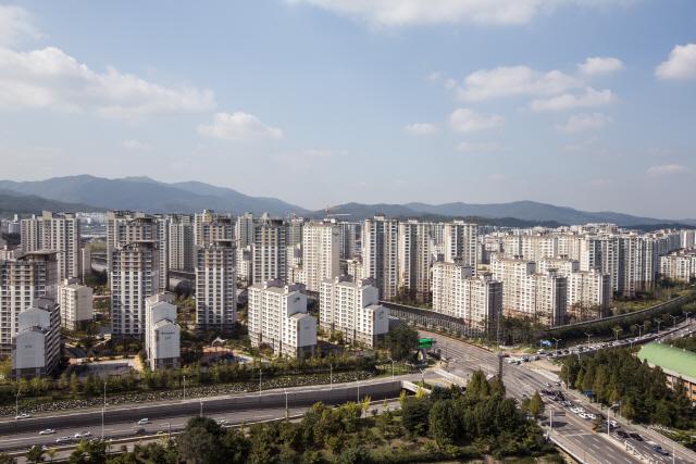 문재인 정부 2년 반, 서울 아파트 가격 평균 40% 올랐다