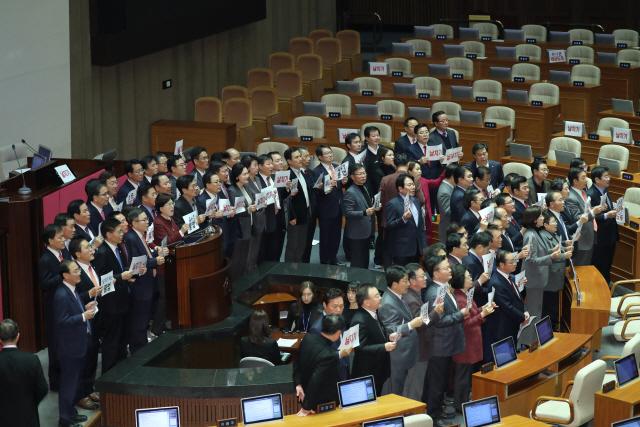 '4+1', 한국당 배제 512.3조 내년 예산안 강행 처리