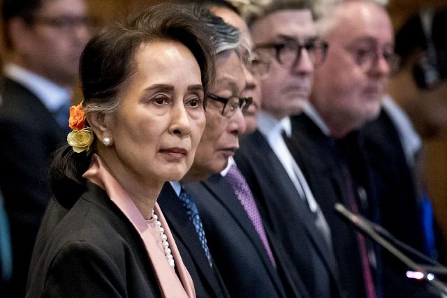 미얀마 '민주화의 상징' 아웅산 수치에 '노벨상 박탈해야' 비판 쏟아지는 이유는?