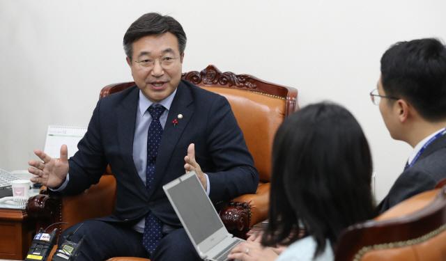 """[뒷북정치]""""비례대표 살려야""""…민주당 왜 '캡' 못 버릴까"""