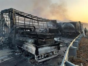 상주 영천 고속 도로 상·하행선 모두 블랙아이스 사고…5명 사망