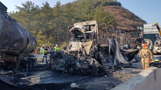 '블랙아이스' 상주 영천 고속 도로 사고 사망자 7명으로 늘어