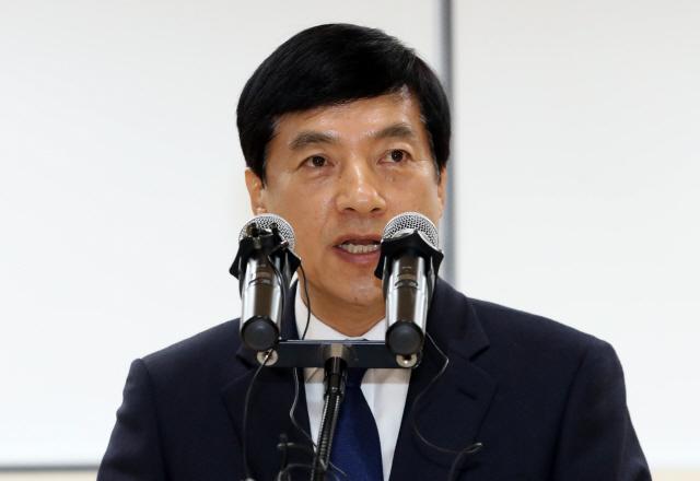 靑과 박자 맞춘 이성윤 취임 일성…'검찰권 절제'