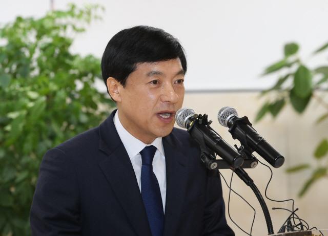 """이성윤 첫 일성 """"검찰권 절제 필요""""…文 정권수사 축소 시사"""