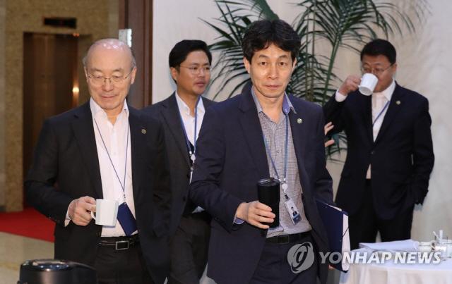 윤건영 '조국 임명 文대통령에 조언…한국당 고발은 네거티브'