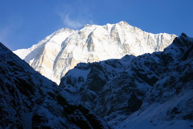 네팔 히말라야 실종자들, 수업 없는 날 트레킹…피신하던 중이었다