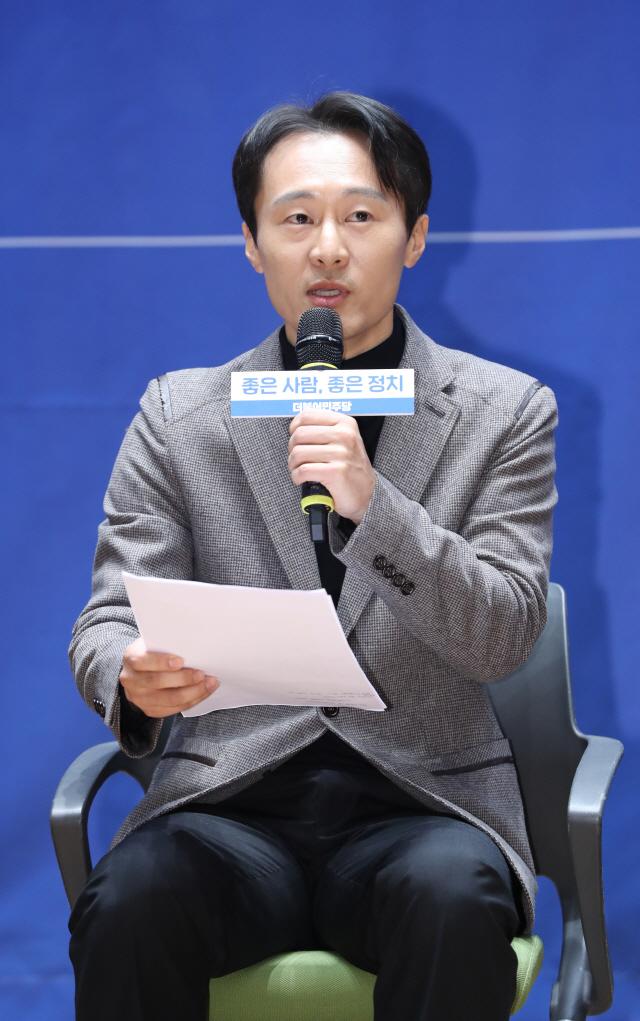 진중권, 이탄희 前판사에 '정권 애완견, 공익제보와 의원 자리 엿바꿔' 독설