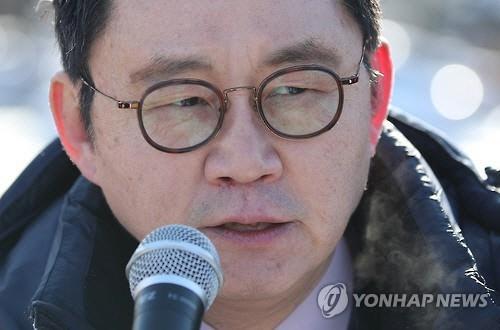 윤창중 '박근혜 탄핵 국민심판 받겠다' 총선서 유승민과 대결 선언