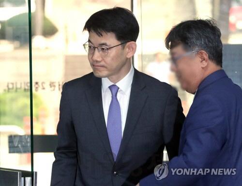 檢, '김경수 구속' 성창호 판사 등에 징역형 구형