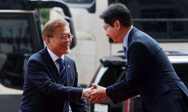'김경수 2심 연기 사유'에 8번 등장하는 이름 '문재인'