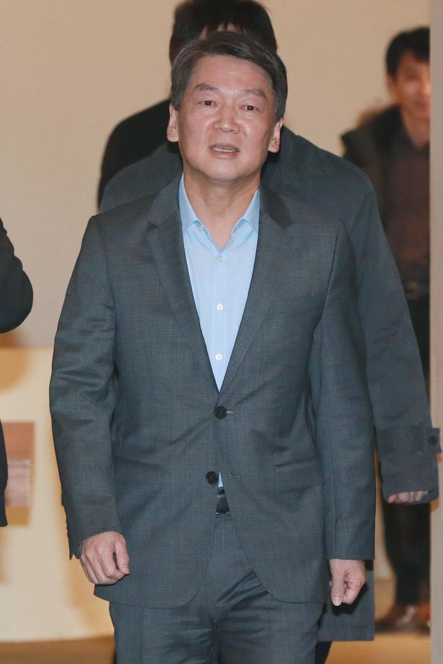 안철수, 측근 의원들과 신촌 사무실 첫 회동... 향후 정치 행보 논의