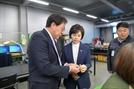 이의경 식약처장, 3D프린팅 의료기기업체 방문