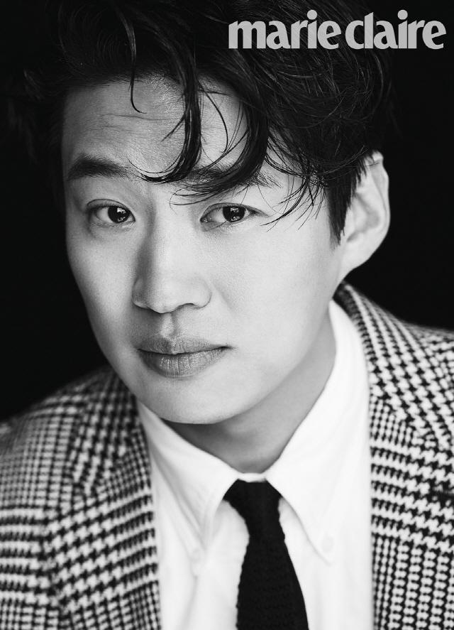 안재홍, 클래식한 스타일로 변신한 화보 공개..새롭고 매력적인 모습