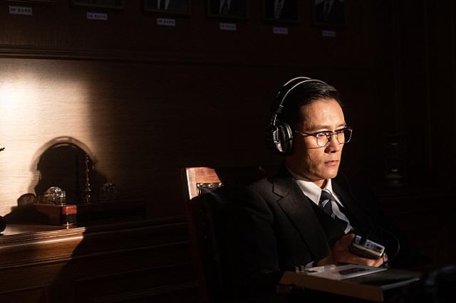 설 극장 대전 '남산의 부장들' 기선 제압