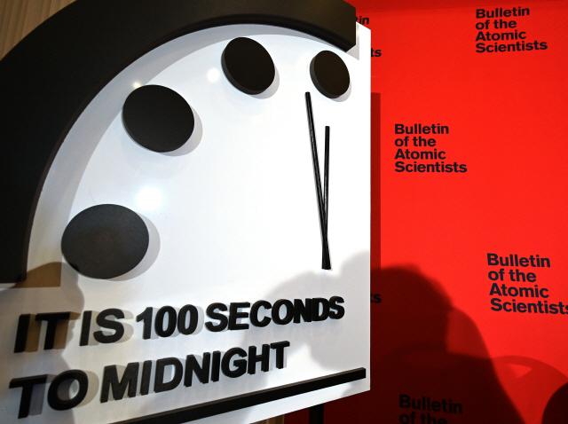 지구종말시계 100초 전으로…작년 '2분 전'서 20초 더 당겨져