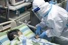(속보)'우한 폐렴'치료하던 中의료진 첫 사망…두살배기 확진자도 나와