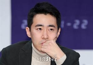 생각에 잠긴 장준호 감독 (더 게임 제작발표회)