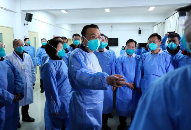 """시진핑 """"인력·물자 총동원"""" 지시에도…""""10만명 감염"""" 비관론 커져"""