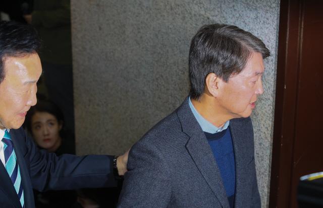 """손학규 만난 안철수 '지도체제 개편 위해 비대위 구성, 위원장은 본인"""""""