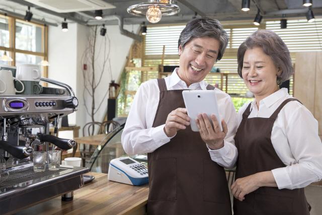 5월부터 50세 이상 대기업 퇴직자 재취업 지원 서비스 의무화