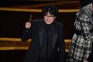 [속보] 영화 '기생충', 아카데미 국제 장편 영화상 수상...2관왕 '쾌거'