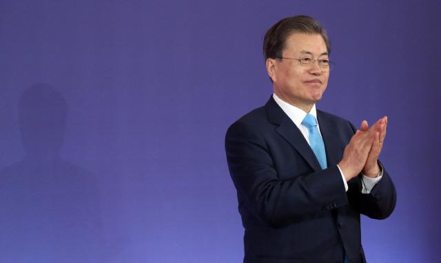 전주 '임대료 인하'에 박수친 文…'상상력 발휘해 지원방안 고민'