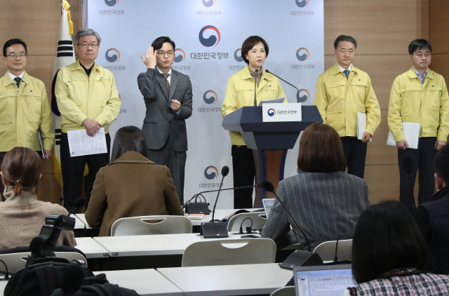 3월 유초중고교 개학연기 허용...중국 유학생에 휴학도 권고