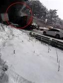 눈길에 '완주순천 고속도로' 터널서 연쇄추돌…13명 부상