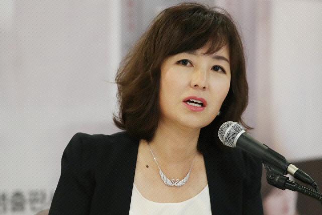 김부선, '여배우 스캔들' 관련 공지영에 '친절한 지영씨 불편…싹싹 빈 거 잊었나'