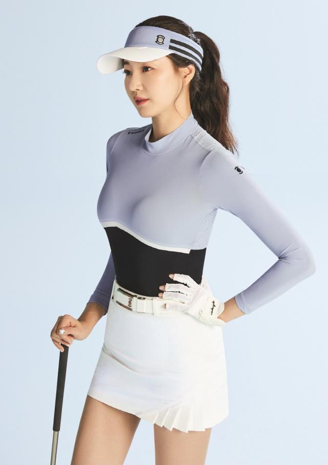 김사랑, 이렇게 입고 필드에? 와이드앵글 2020 SS시즌 화보 공개