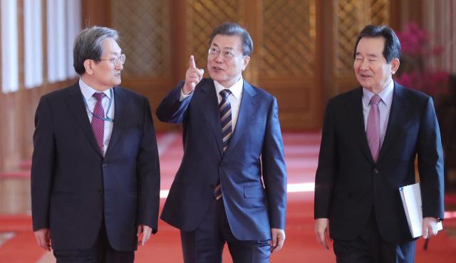 文, '비상경제 시국' 선포…'코로나, 특단의 대책 필요'