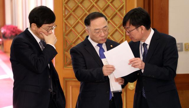 심각한 홍남기·김상조