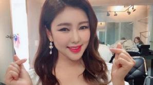 """송가인 '오늘도 가인은 사랑이어라' 팬들 향해 """"하트 하트"""""""