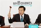 """손학규 """"코로나 사태 심각..총선 연기하자"""""""