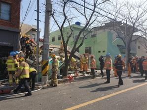 부산 용도변경 공사 주택 무너져…3명 구조·2명 사망