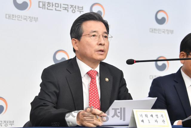 김용범 기재부 차관 '2017년 이후 소득분배 분명히 개선…분기 아닌 연간 흐름 봐야'