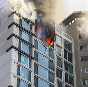 인천 청라 25층 아파트 화재 '큰 불길 잡혀' 주민 100여명 대피