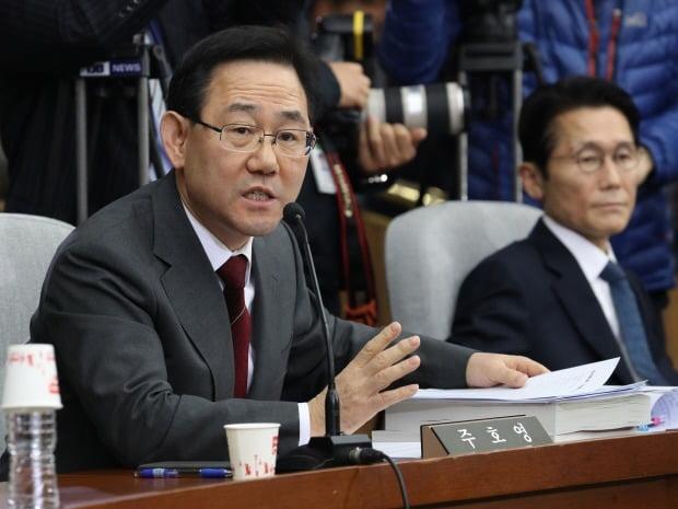 '유시민 발언 맹비난' 주호영 '대구·경북 울분 엄청나…文대통령 한 달간 뭐 했나'