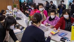 """경로당 침입해 마스크 훔친 10대들 """"중고거래 사이트에 팔려고…"""""""