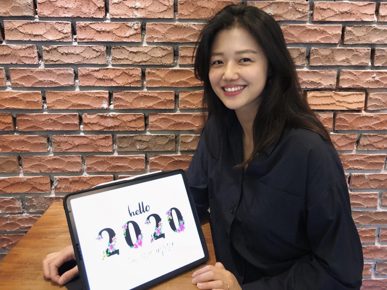 """""""낮엔 게임 기획자, 밤엔 한글 디자이너"""" 무경계 워크맨, 이윤채"""