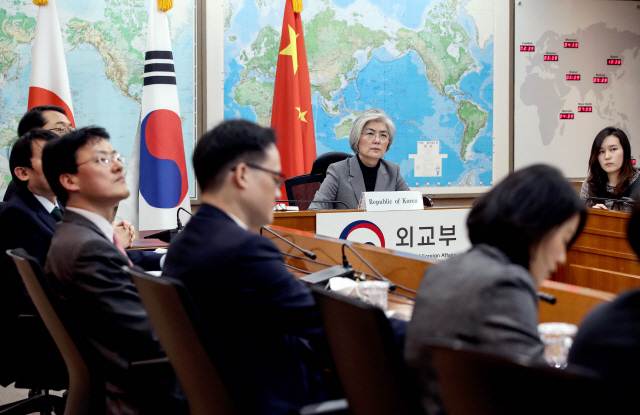 [뒷북정치] 방역협력에 웬 '도쿄올림픽' 지지?... 韓中日의 '3국3색' 셈법